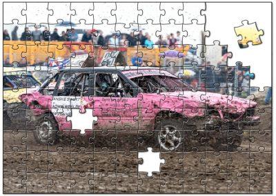 Roze auto op autocross Hallum