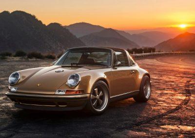 Klassieke Porsche bij zonsondergang