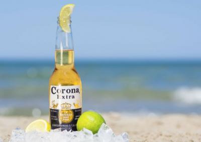 Frisse Corona op het strand
